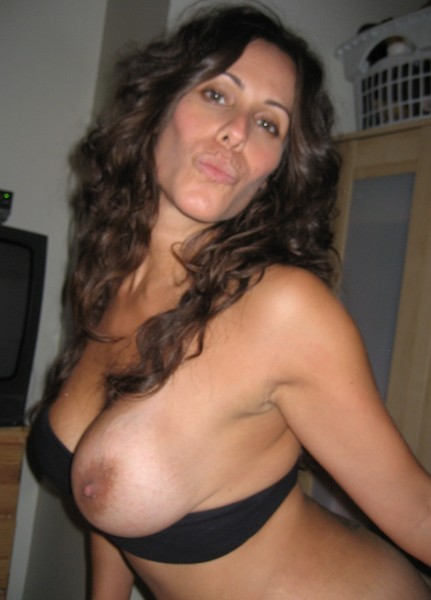 cocufieuse nympho du 01 en photo nue cherche plan cul homme sympa