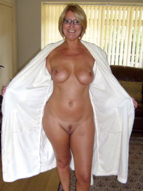 cocufieuse nympho du 13 en photo nue cherche plan cul homme sympa
