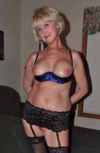 cocufieuse nympho du 17 en photo nue cherche plan cul homme sympa